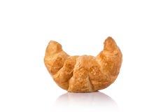 Croissant fresco Colpo dello studio isolato su priorità bassa bianca junk immagine stock