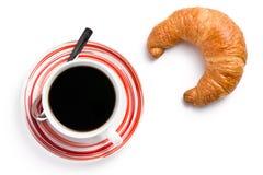 Croissant fresco con caffè fotografie stock