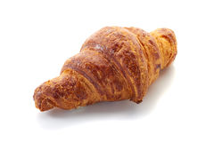 Croissant fresco isolado no branco Fotos de Stock Royalty Free