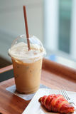 Croissant ghiacciato del lampone e del caffè Fotografia Stock Libera da Diritti