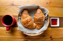Croissant i świeża kawa obrazy royalty free