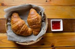 Croissant i marmoladowy zdjęcie royalty free