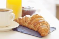 Croissant, koffie en sap Royalty-vrije Stock Fotografie