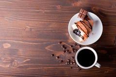 Croissant met chocolade en koffie Stock Fotografie