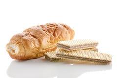 Croissant met chocolade en wafeltje Stock Fotografie
