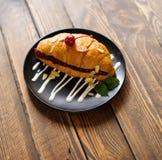 Croissant na drewnianym stole Obraz Stock