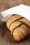 Croissant nel sacco di carta immagini stock libere da diritti