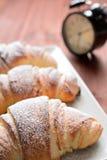 Croissant no fundo de madeira Foto de Stock Royalty Free