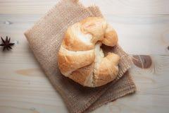 Croissant op houten van de lijsthout en stof uitgezochte nadruk ondiepe D Royalty-vrije Stock Foto's
