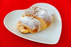 Croissant portugais rempli de crème anglaise Image stock
