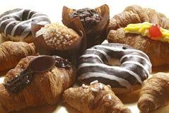 Croissant, queques e anéis de espuma Fotos de Stock