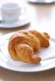 Croissant sulla zolla. fotografia stock