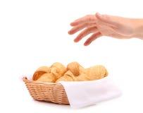 Croissant in un canestro Immagine Stock Libera da Diritti