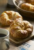 croissant un genre de nourriture fait en farine ou repas qui ont été mélangés avec de l'eau le lait ou illustration stock