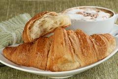 Croissant y café Imágenes de archivo libres de regalías