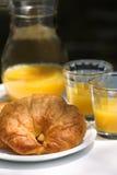 Croissant y zumo de naranja Fotos de archivo libres de regalías