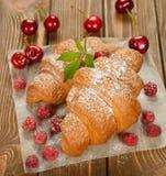 croissant z jagodami Zdjęcie Royalty Free