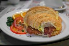 Croissantontbijt stock fotografie