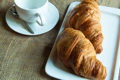 Croissants και τσάι Στοκ εικόνες με δικαίωμα ελεύθερης χρήσης
