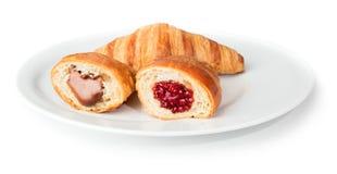 Croissants με τη μαρμελάδα σοκολάτας και σμέουρων στοκ εικόνες με δικαίωμα ελεύθερης χρήσης