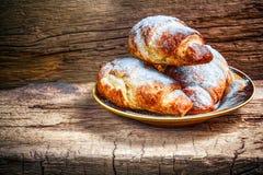 Croissants cocidos al horno frescos Foto de archivo