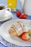 Croissants con strawerry Imágenes de archivo libres de regalías