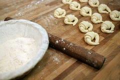 Croissants crus avant la cuisson Images libres de droits