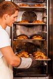 croissants cuits au four frais Photo stock
