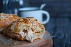 croissants cuits au four frais Images libres de droits