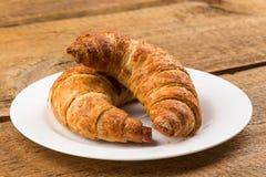 croissants cuits au four frais image stock