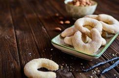 Croissants de vanille avec l'amande photographie stock