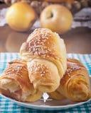 Croissants di recente cotti. immagini stock libere da diritti