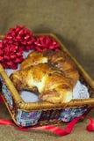 Croissants dulces con el regalo de Navidad del chocolate Imagenes de archivo