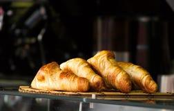 Croissants frescos imagem de stock royalty free