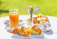 Croissants, koffie en jus d'orange Royalty-vrije Stock Foto