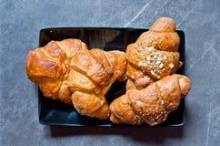 Croissants met boter en graangewassen Royalty-vrije Stock Fotografie
