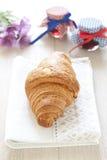 Croissants op lijst met jam royalty-vrije stock foto
