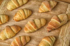 Croissants recientemente cocidos al horno Imagen de archivo libre de regalías