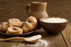 Croissants serowi w garncarstwie Zdjęcia Royalty Free