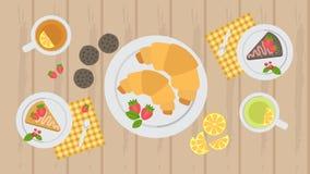 Croissants, tort i ciastka na stole z herbatą, herbaciany przyjęcie royalty ilustracja