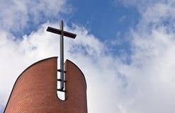 Croix à l'église évangélique Photographie stock libre de droits