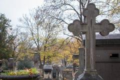 Croix au cimetière Photos stock