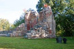 Croix au cimetière commémoratif images stock