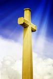 Croix avec des rayons de lumière Image stock