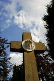 Croix avec la sculpture en Jésus Image libre de droits