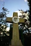 Croix avec la sculpture en Jésus Photo libre de droits