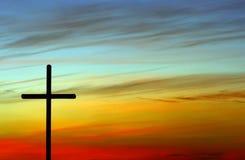Croix avec le coucher du soleil Photographie stock libre de droits