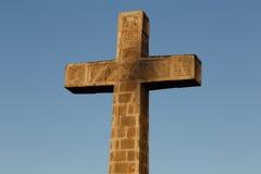 Croix catholique de ganada avec le fond de ciel images stock