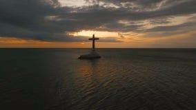 Croix catholique en mer clips vidéos