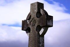 Croix celtique dans un cimetière irlandais 02 Photo libre de droits